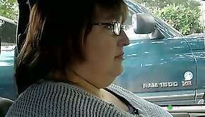 Mature BBW neighbor lady wants to play with cock in her car