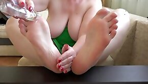 Milf oils her pink feet Close up foot fetish and ASMR