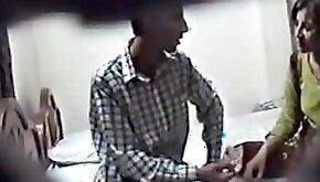 Pakistani amateur porn catched to the hidden camera