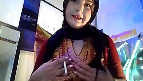 Arabic queen sexy stomach dancing undress tease and pole tricks idolize this gigantic arab booty!