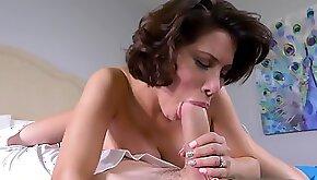 Short haired mom Aleksa Nicole fucks nerdy guy in bed
