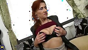 Old mom squirts like a whore