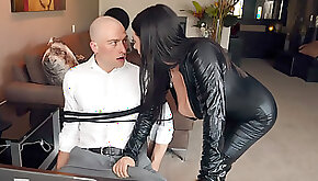 Angela White came to tied Zach Wild and began kissing and sucking him